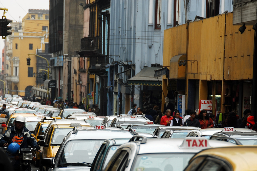 Lima-Traffic-Taxis-Tinou-Bao-Flickr 12-11-2015 03-53-43 p.m.